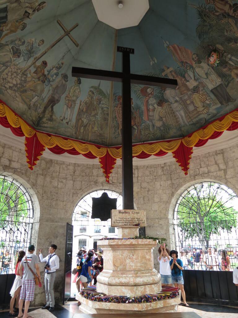 セブ島観光スポット!サント・ニーニョ教会の横にあるマゼラン・クロス(Magellean's Closs)