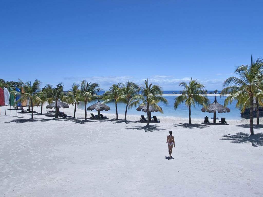 ブルーウォーターマリバゴビーチリゾート(Bluewater Maribago Beach Resort)は豊富なアクティビティがあるセブ島のデイユース