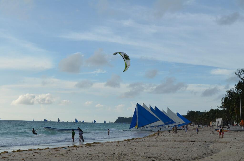 魅惑のリゾートのボラカイ島には3つのステーションがあって高級ホテルが立ち並んでいる