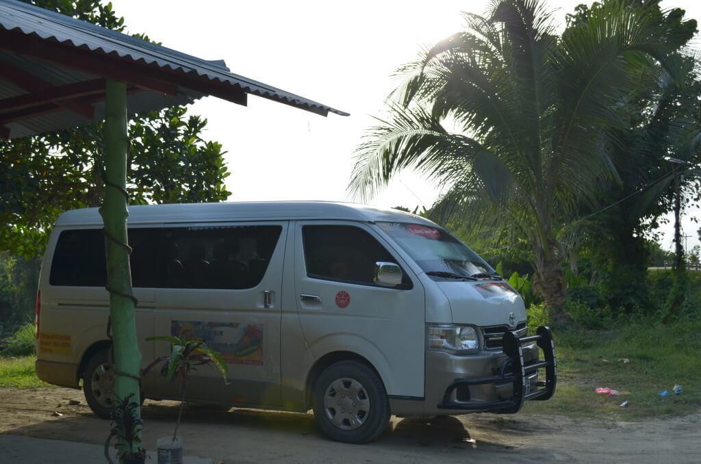 パラワン諸島 エルニド行き バン