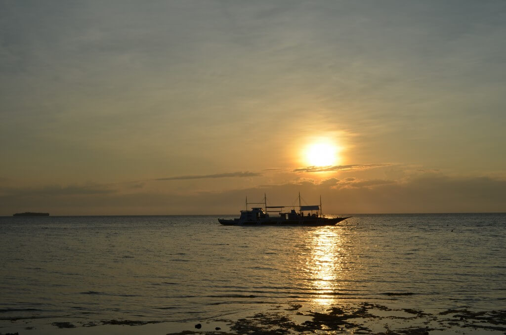 セブ島モアルボアルはシュノーケリングだけでも楽しめちゃう!夕日もキレイだし!
