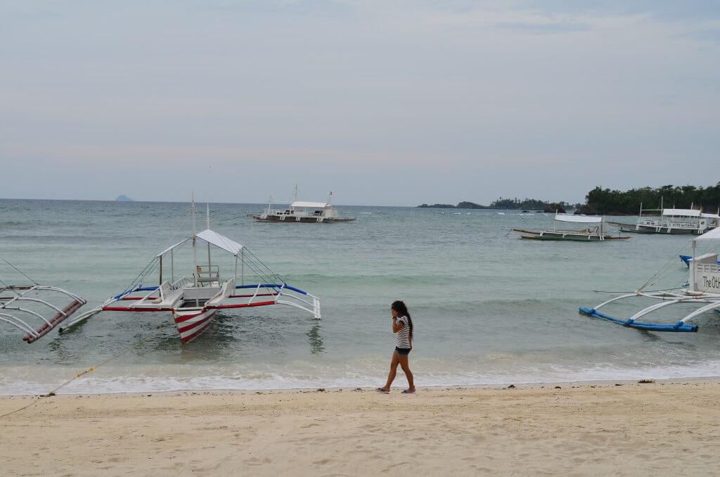 秘境マラパスクア島は天気はよくないもののビーチはホワイトサンドだった!