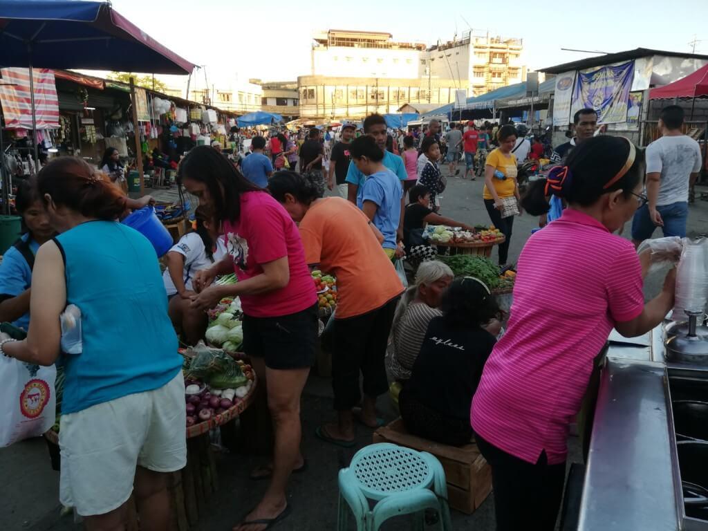 東南アジアの国はフルーツ天国!セブ島のカルボンマーケットはフルーツや野菜、お肉から古着(オカイオカイ)、お土産まで格安です