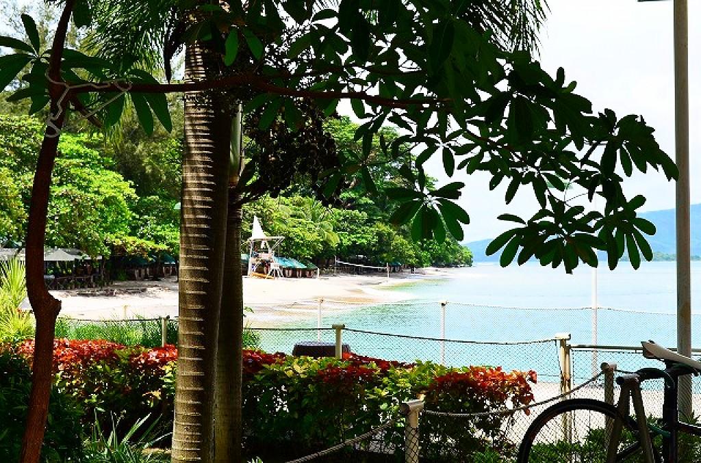 カマヤンビーチリゾート(Camayan Beach Resort)は白い砂浜にエメラルドグリーンの海