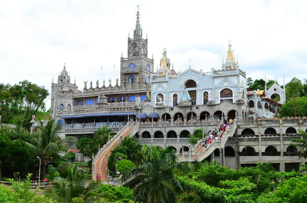 セブ島観光地「シマラ教会」セブ島に住んでいるフィリピン人が誰もが一生に一度は行きたいと憧れる教会!