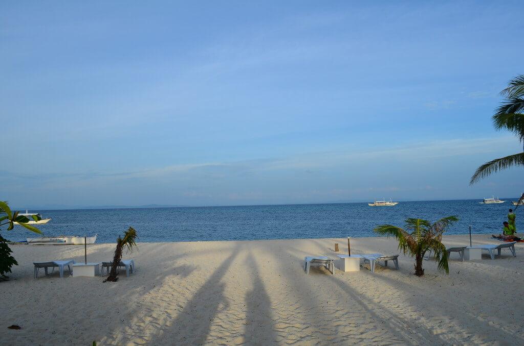 セブ島観光地「マラパスクア島」第二のボラカイと言われていて、のどかでダイビングでニタリなどの大物も出会える!