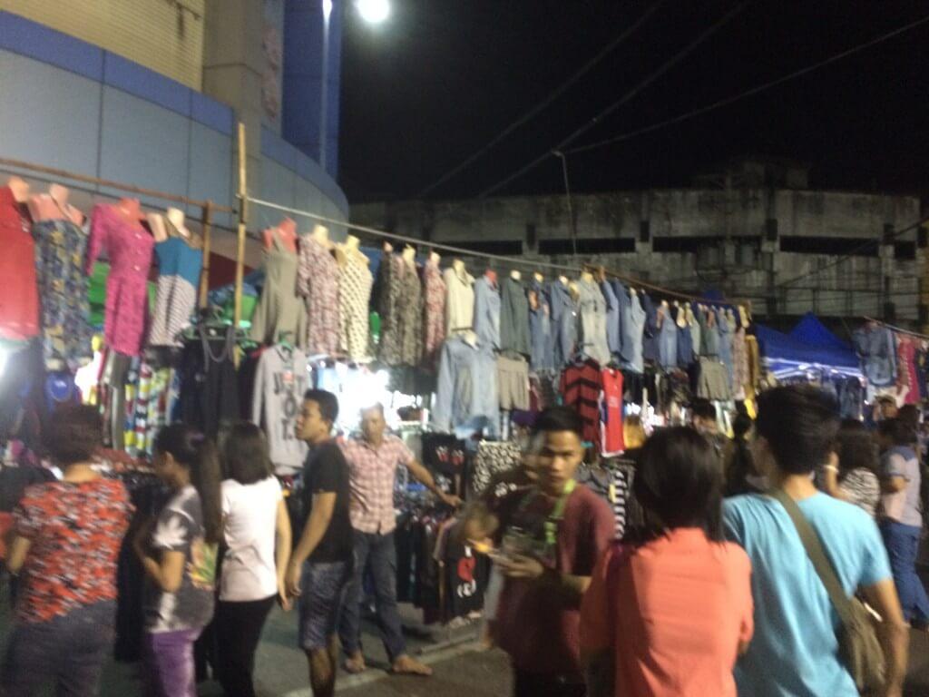 フィリピンのセブ島の盗品市(泥棒市)で売られているものは?本物のスマホはあるのか?