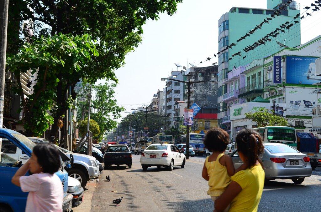 ヤンゴン国際空港のクーポンタクシーはツーリストインフォメーションでチケット購入