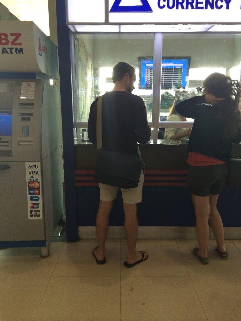 現地通貨のミャンマーチャットを手に入れる方法で両替所の両替レートやATMで海外キャッシング