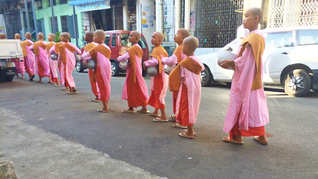 ヤンゴン市内からバスターミナルの行き方やヤンゴンからキンプン(チャイティーヨー)のバスの料金など紹介するよ
