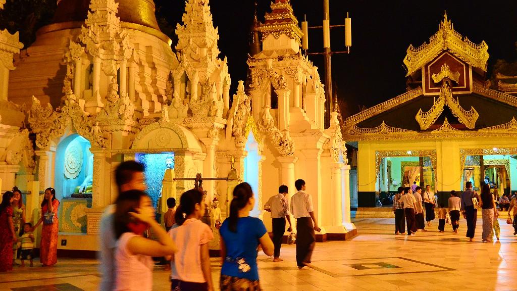 ミャンマーの風俗でクラブやディスコにKTVなど夜遊びの場所や内容を説明するよ