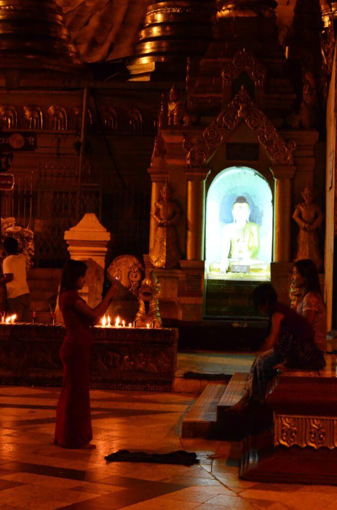 ミャンマーのヤンゴンの風俗・夜遊びでKTV(カラオケ)