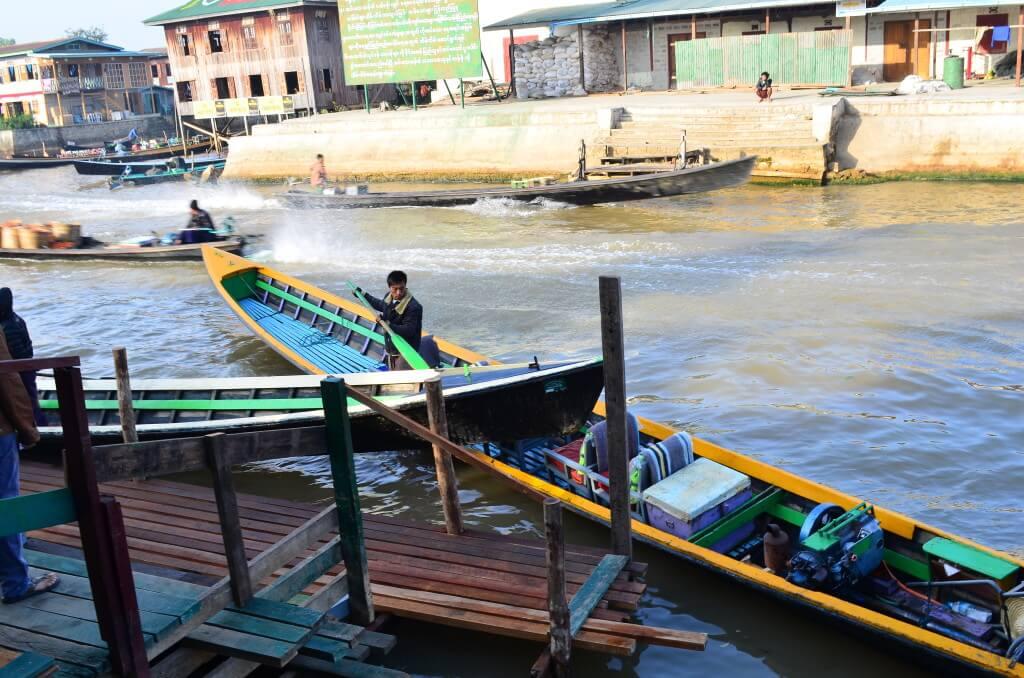 ニャウンシュエのインレー湖ツアースタート!片足でボートを操り伝統漁をするインレー湖のミャンマー人
