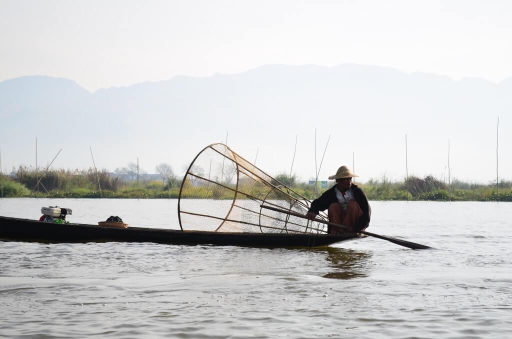 ニャウンシュエにきたらミャンマー観光の目玉のインレー湖ツアー!!
