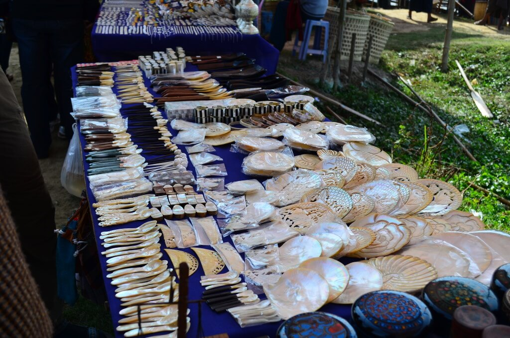 インレー湖 5日市 民芸品