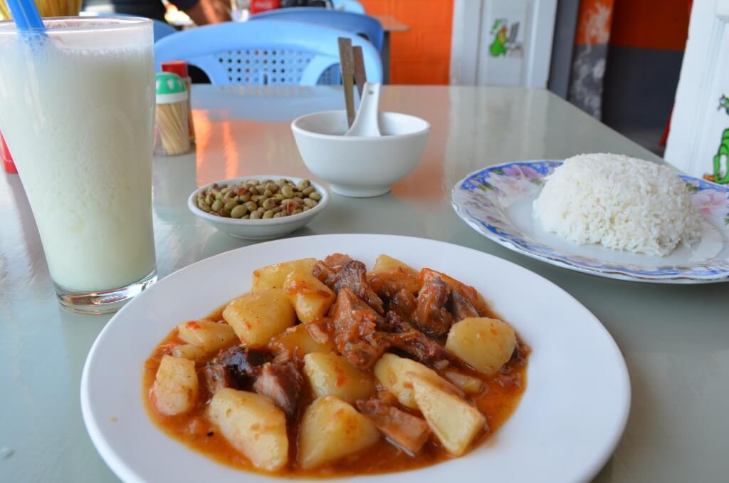 ニャウンシュエ ラッシー 中華 ミャンマーカレー レストラン