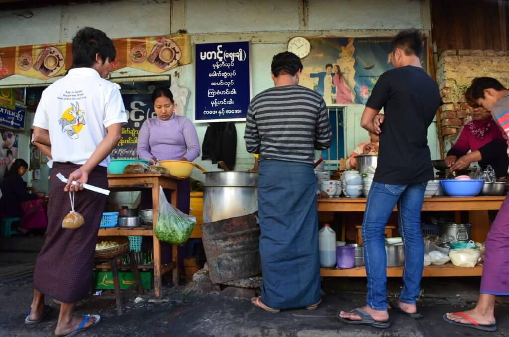 ゼージョーマーケット モヒンガー ミャンマー料理 マンダレー