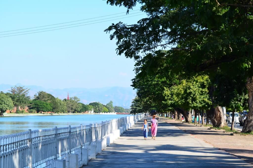 マンダレー 王宮 周りの道
