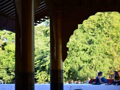 今日の美女 マンダレー王宮にいた観光客のお姉ちゃん♪