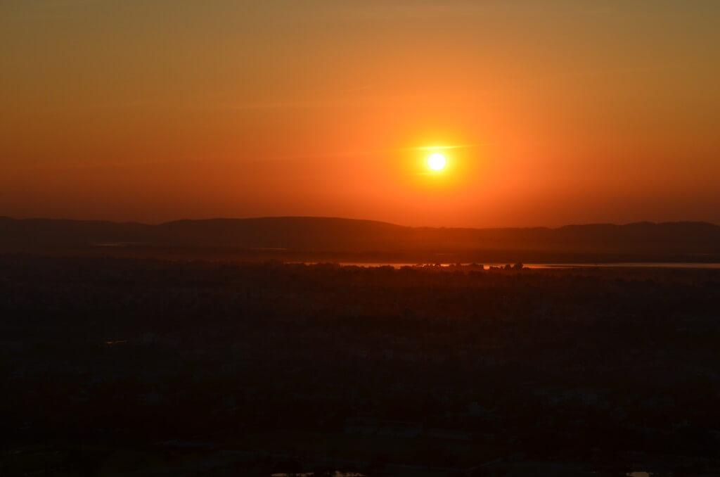 マンダレーの観光はマンダレーヒルでサンセット(夕日)