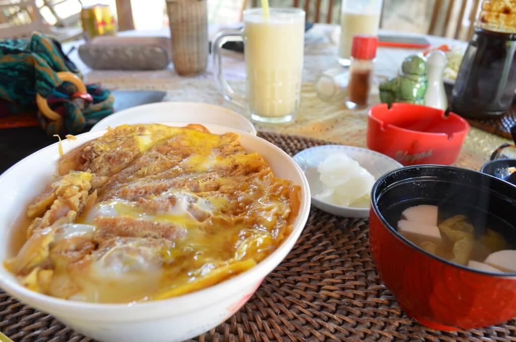 ニャウンウーの街はレストランやお土産がいっぱい!日本食レストランも!