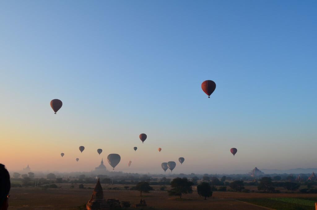 バガン観光はミャンマー観光メインのバガン遺跡をサンライズからサンセットまで一日観光!気球は?