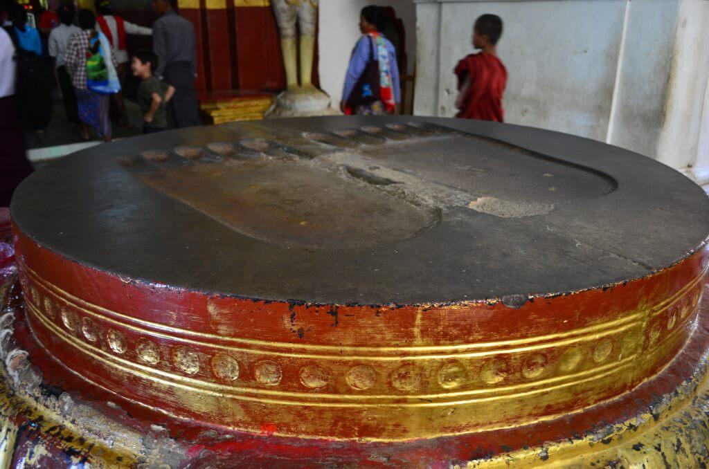 バガン遺跡 オールドバガン 「スラマニ寺院」 ブッダの足跡