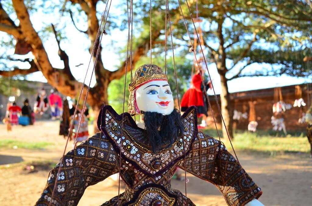 バガン遺跡 観光 人形