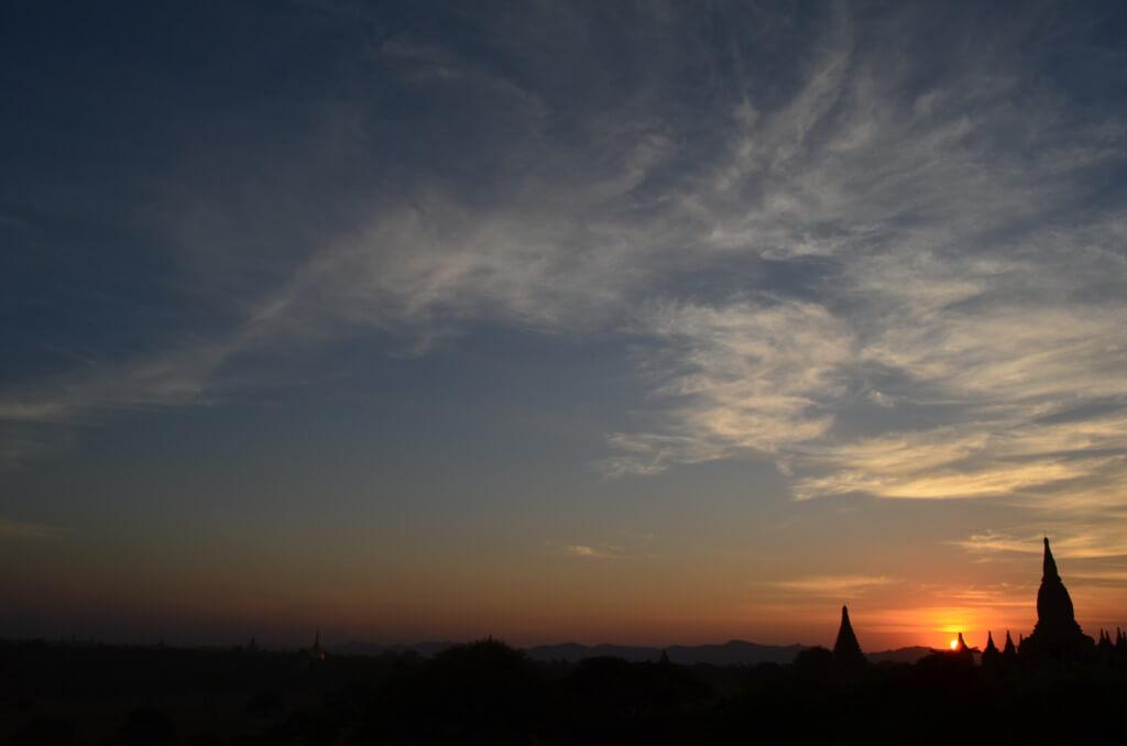 ミャンマー バガン遺跡 サンセット シュエサンドー・パゴダ