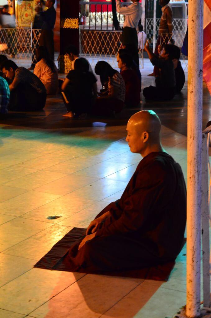 修行僧 ミャンマー