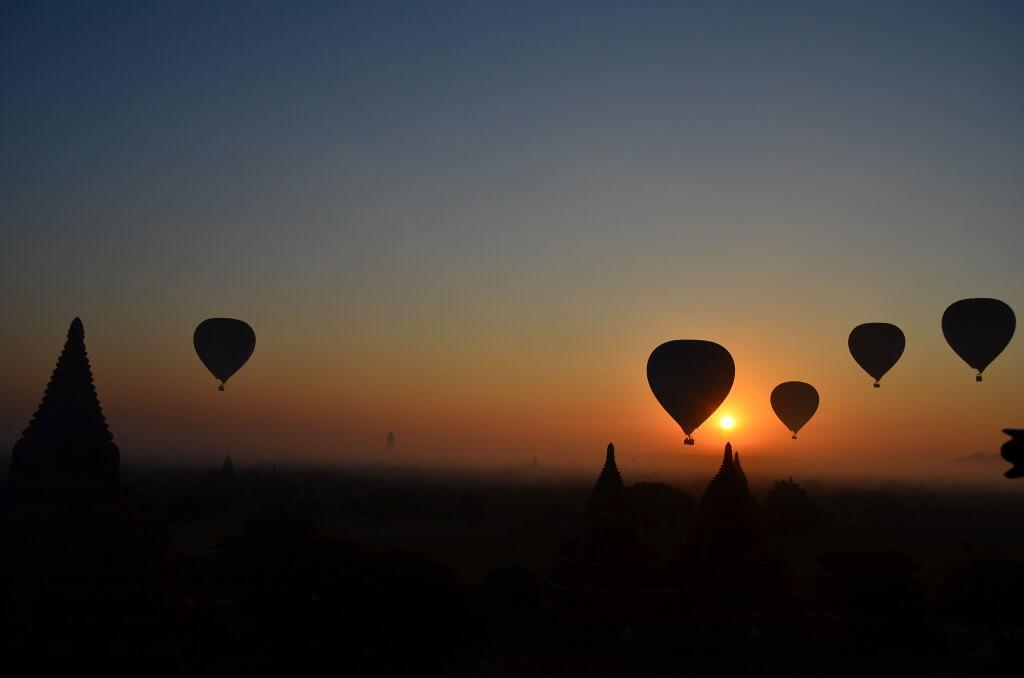 ミャンマーの魅力はその優しいミャンマー人の笑顔と根底の同じ仏教