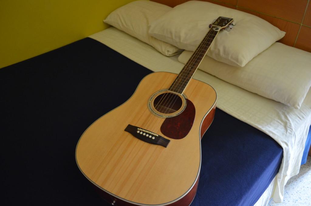 フィリピンのセブ島のお土産?自分用に「マクタン島産のアコースティックギター」を!