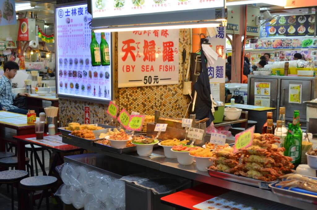 台湾のグルメで士林夜市の牛肉麺(にゅうろうめん)・タピオカミルクティ・胡椒餅に卑猥な大雕焼!?