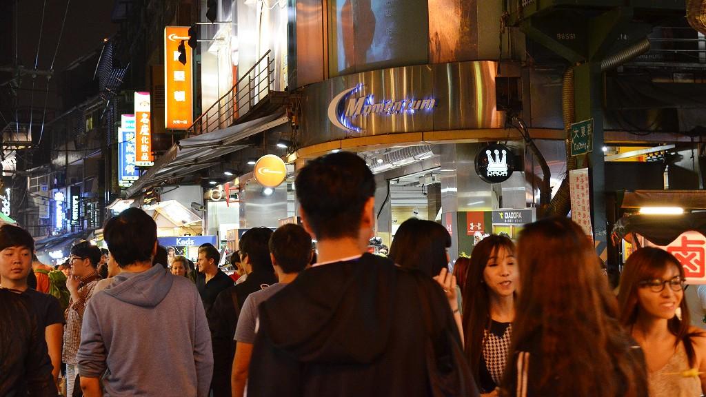 台北の士林夜市の観光はウマイ!安い!かわいい台湾女子をナンパで大雕焼を?