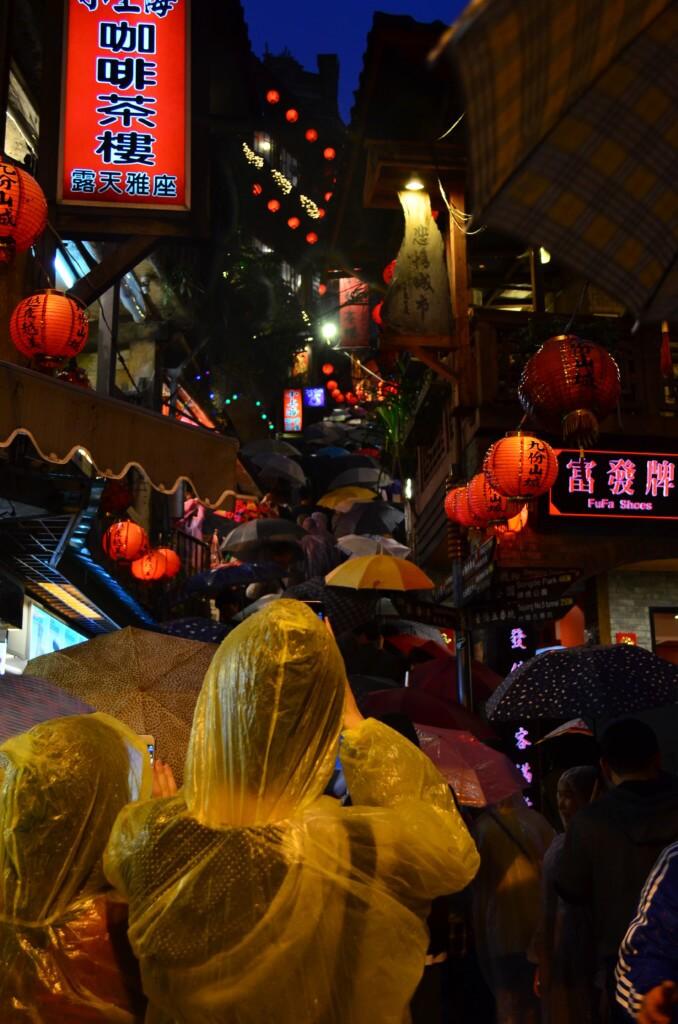九份 ライトアップ 赤ちょうちん レトロな建物 台湾