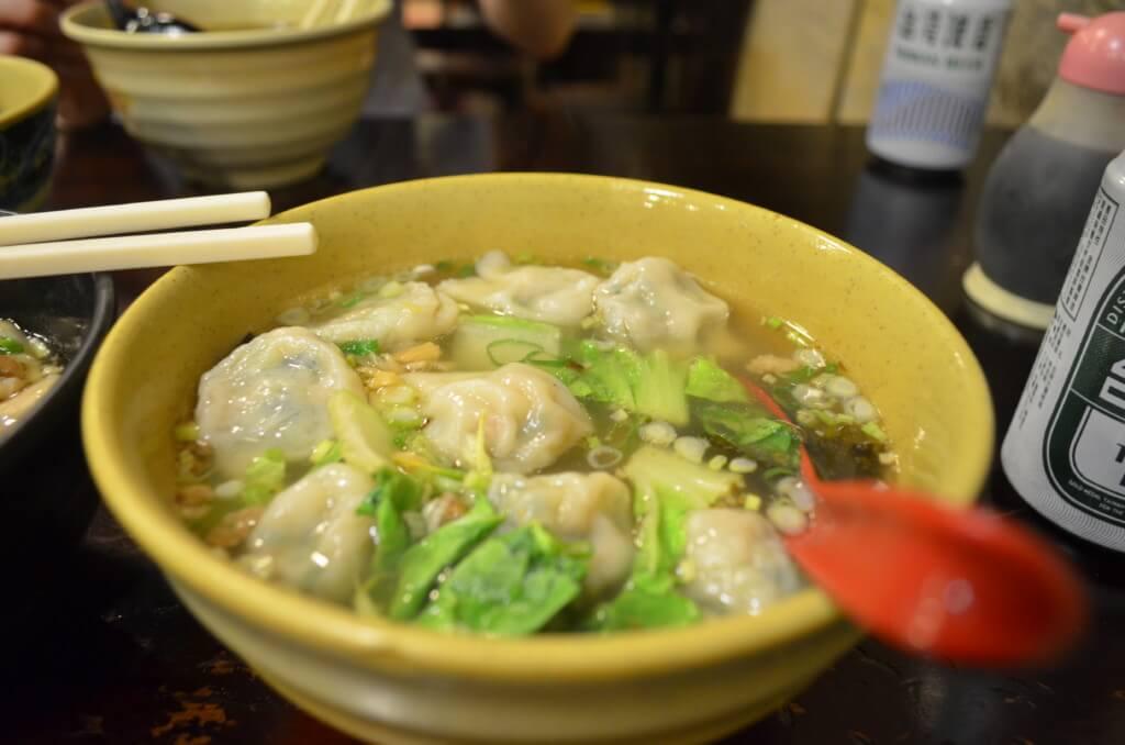 玖伍牛肉麺の牛肉麺にワンタンスープが最高だった!