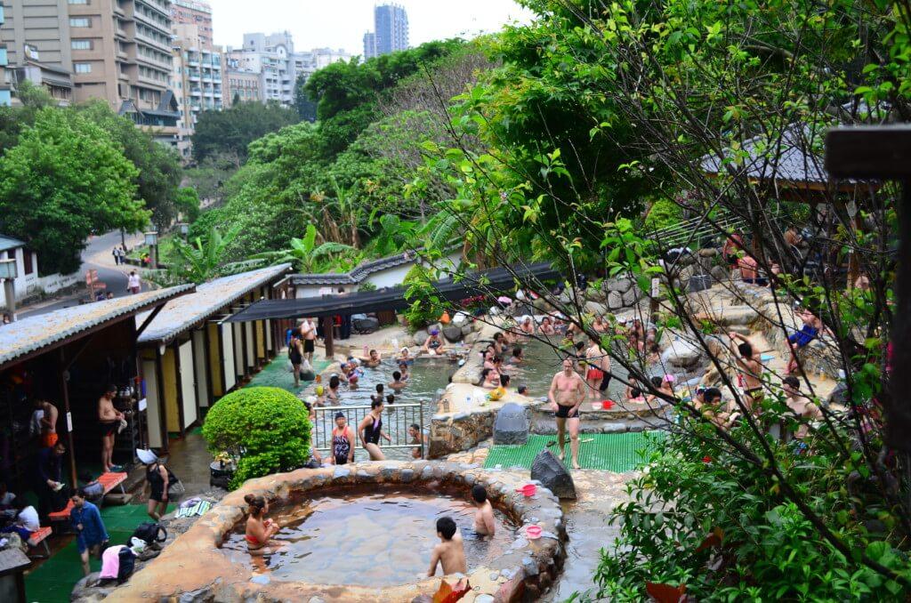台北の北投温泉親水公園露天温泉の雰囲気や混浴