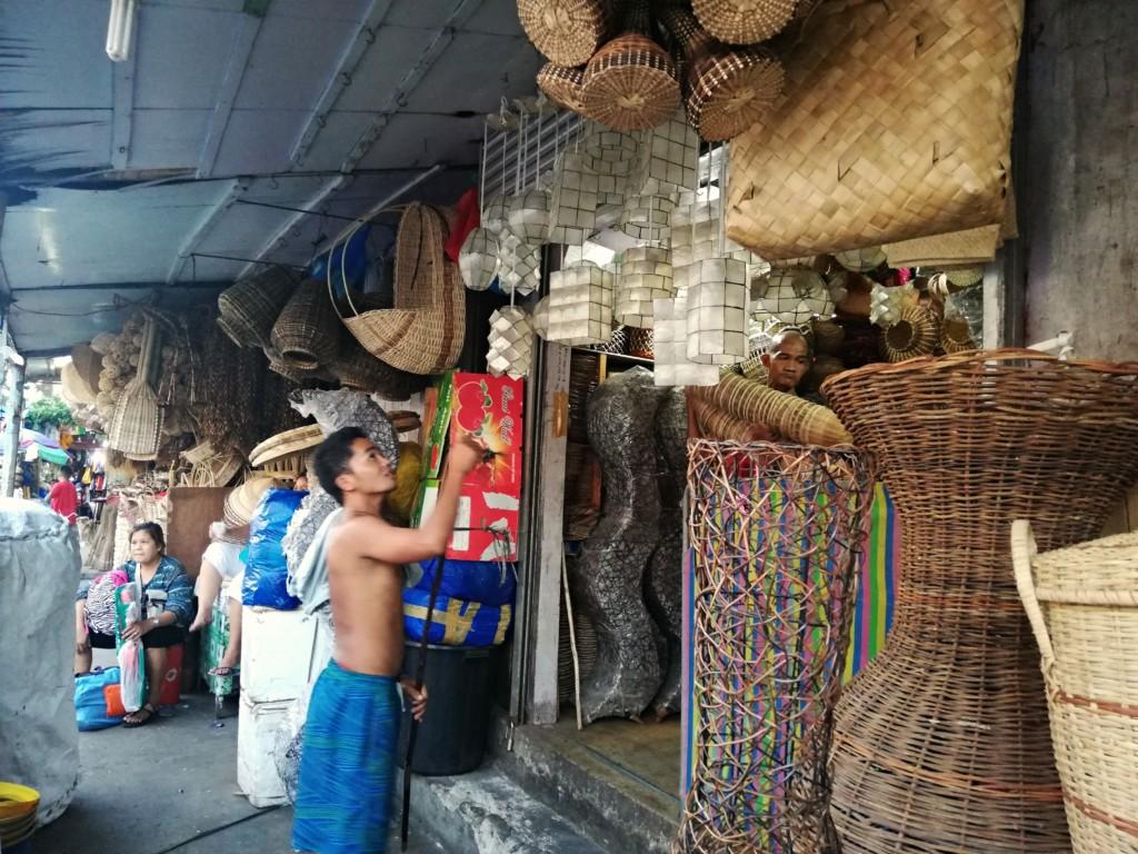 かごバッグやアクセサリー、真珠製品などの雑貨はカルボンマーケットで