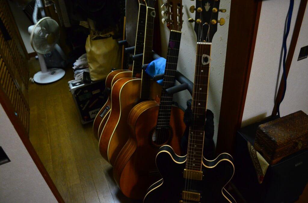 フィリピン・セブ島いやマクタン島のギターは安いけど音がいい事で有名なんです
