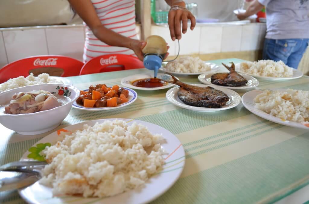 真のセブ島グルメはカレンデリア(食堂)で注文から支払い方法や場所・行き方