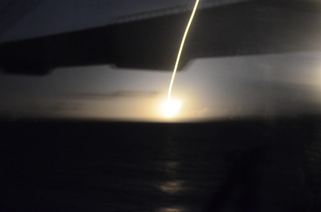 20時50分49秒に人生発のロケットの打ち上げを屋久島行き夜行フェリー「はいびすかす」の甲板から見る!