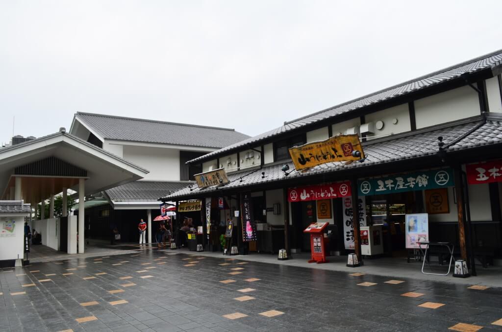 桜の馬場 城彩苑は熊本城下町のような雰囲気で熊本名物・お土産がいっぱいです