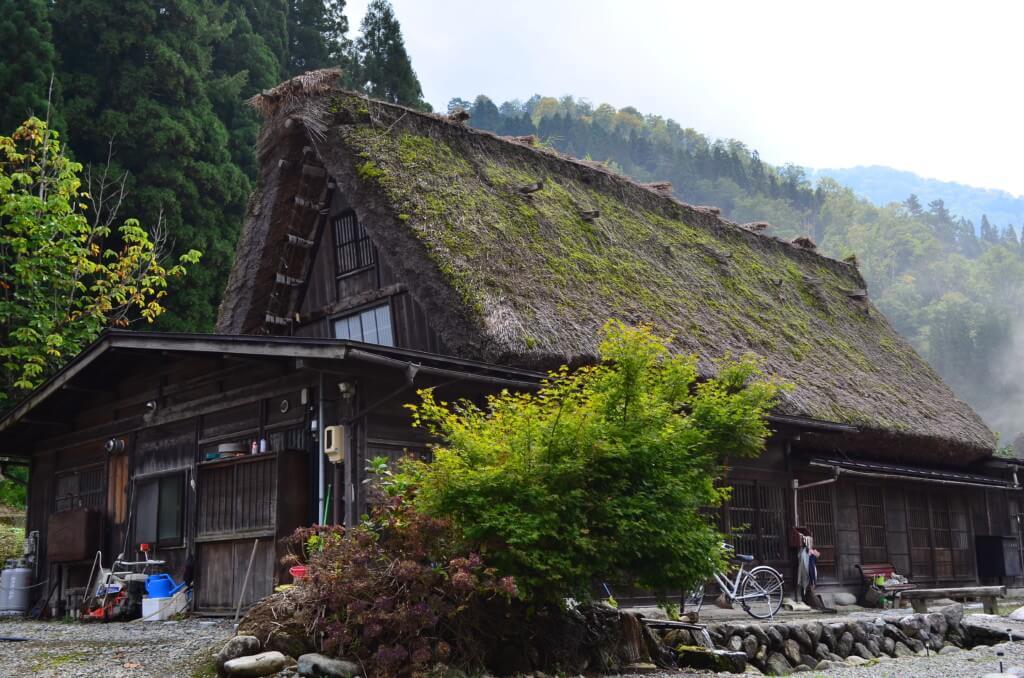 世界遺産の白川郷の合掌造り集落観光!古きよき日本を思い出させる光景です!