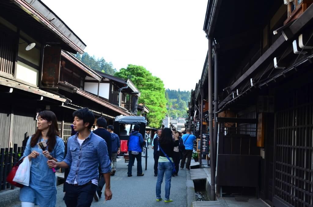 飛騨高山はおしゃれな京都のような感じの「さんまち通り」