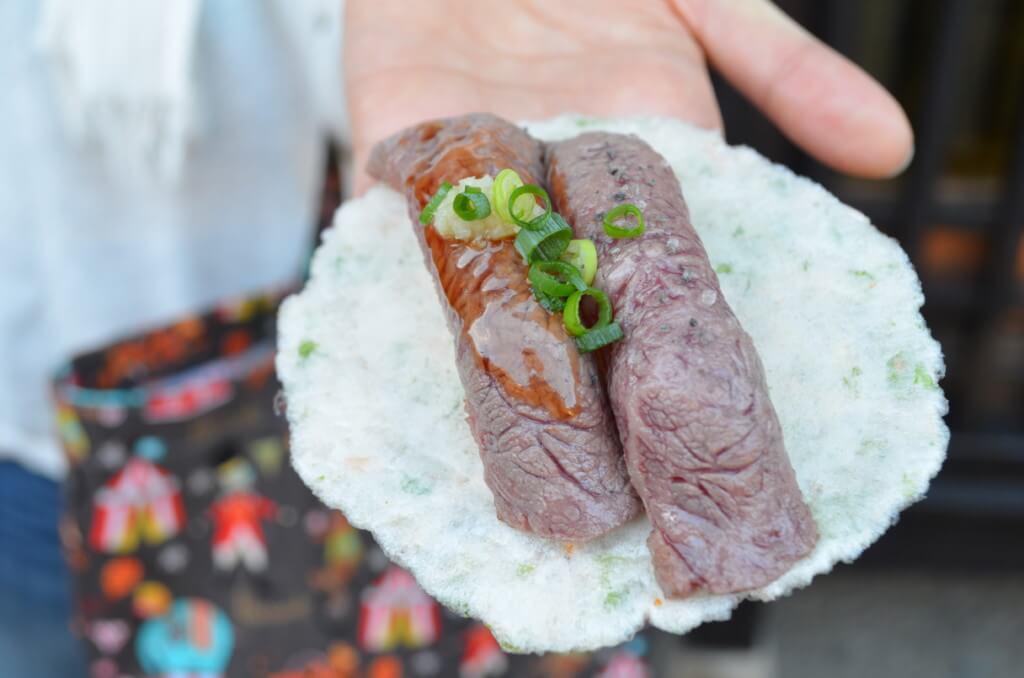 飛騨高山で絶対食べたい食べ歩き!飛騨牛炙り寿司「飛騨こって牛」が最高!