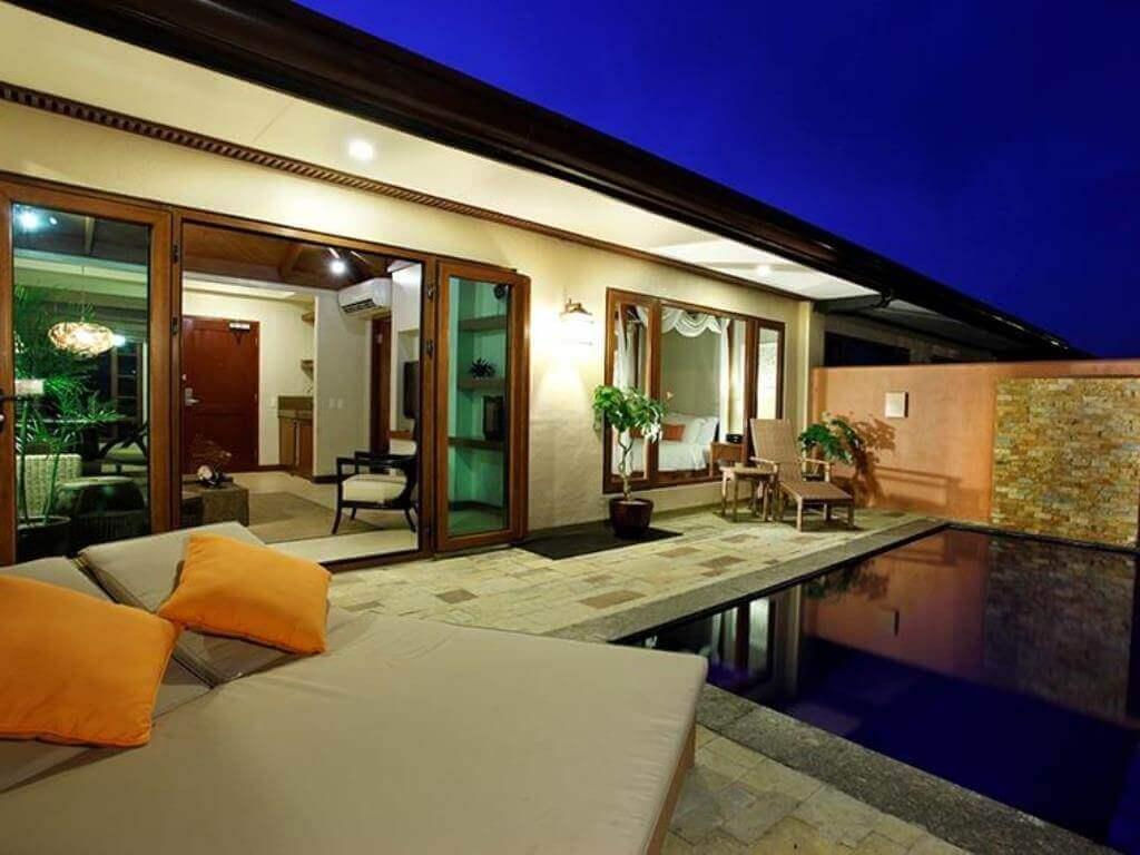 クリムソン・リゾート&スパ(Crimson Resort and Spa)はヴィラに泊まりたい人向けのセブ島の高級リゾートホテル