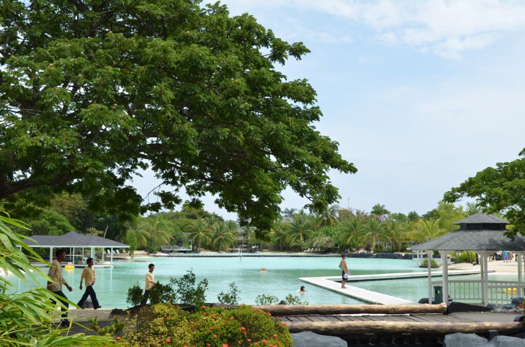 セブ島の4つ星ホテルでもプライベートビーチはあります
