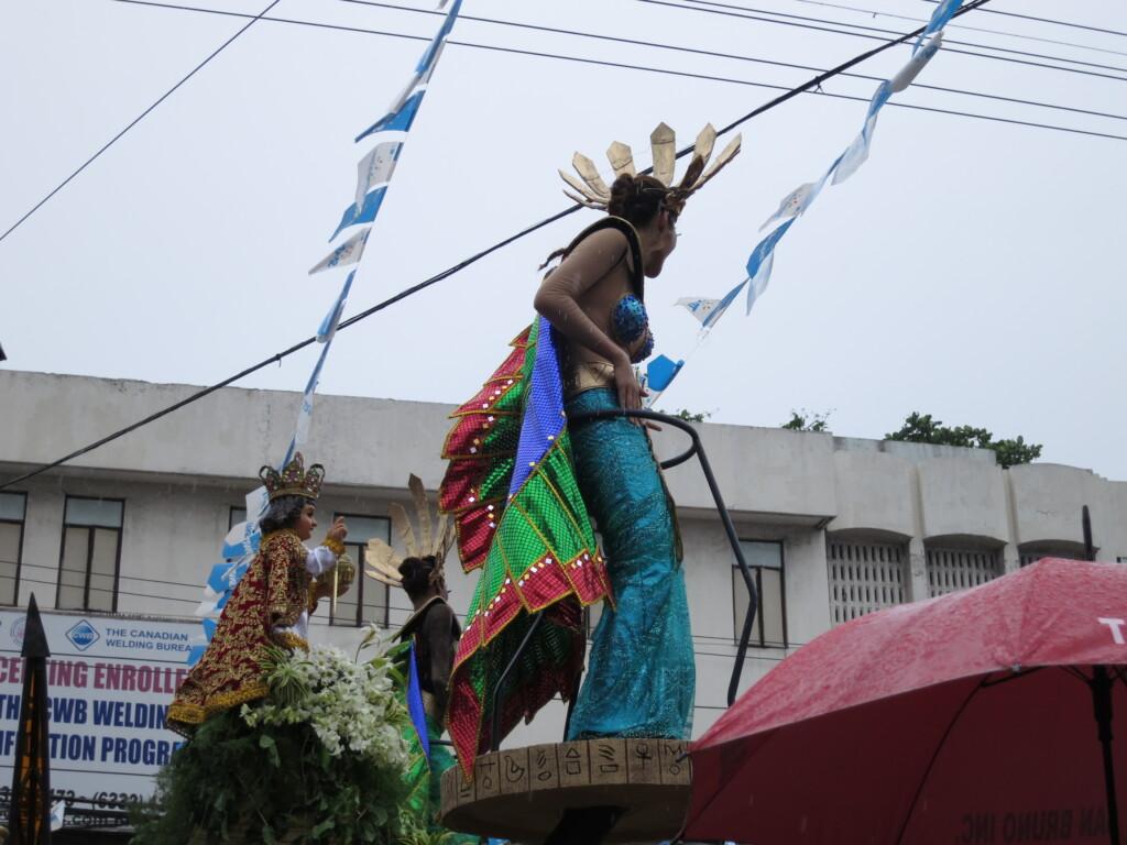 セブ島のシヌログ祭りはサントニーニョ像を崇拝するためのお祭り