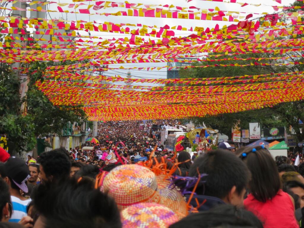 毎年1月の第3週の日曜日に行われるセブ島のシヌログ祭りのフィナーレのシヌログ・グランドパレード(Sinulog Grand Parade)