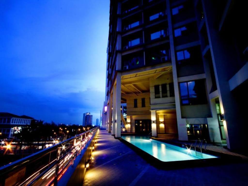 バスタブが付いてサウナがあるマンダリン プラザ ホテル(Mandarin Plaza Hotel)